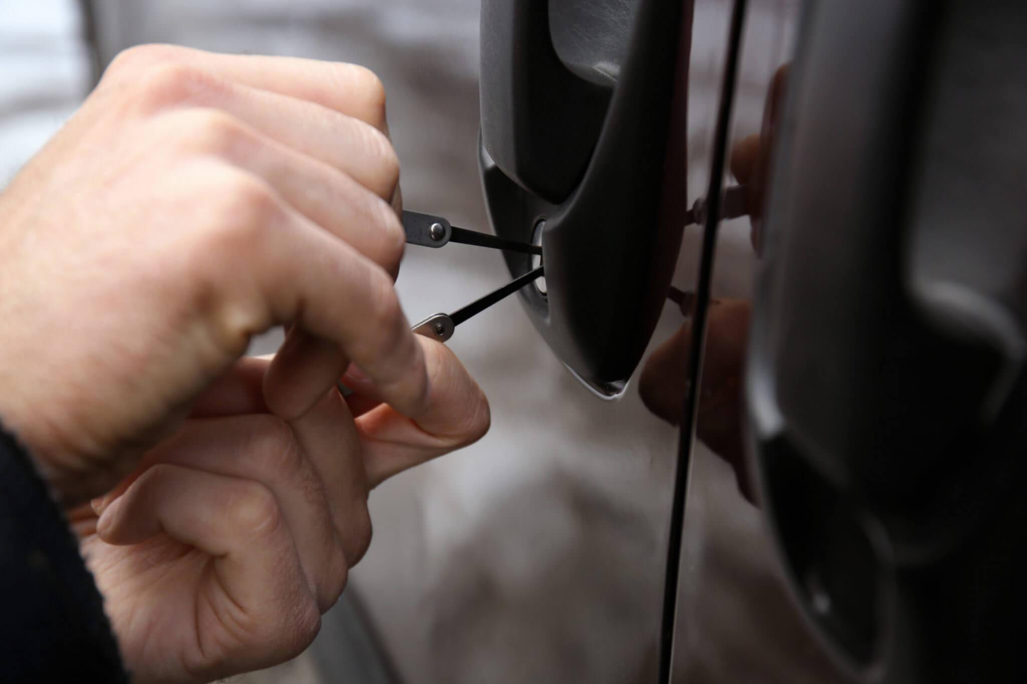 avarinis automobilio atrakinimas